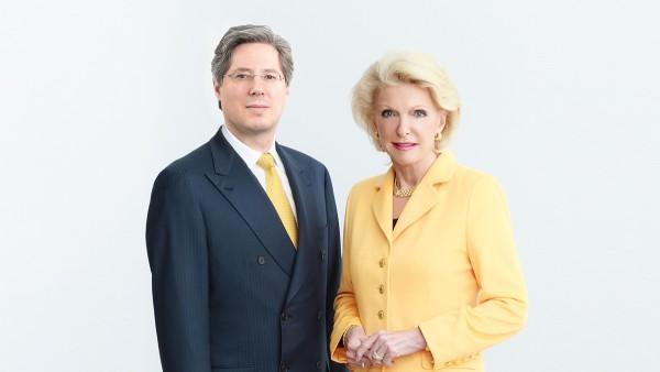 Wraz z synem Georg F. W. Schaeffler, wspólniczka Maria-Elisabeth Schaeffler-Thumann kontynuuje trwającą całe życie pracę swojego męża, dr inż. h.c. Georg Schaeffler, zmarłego w 1996 roku.