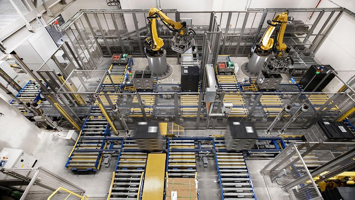Mniejsze roboty są coraz częściej wykorzystywane do automatyzacji monotonnych zadań manipulacyjnych i montażowych.