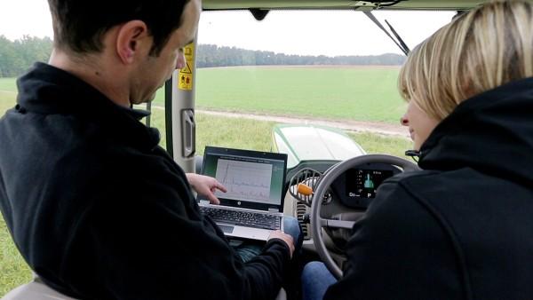 Firma Schaeffler oferuje 24-godzinny serwis w zakresie techniki rolniczej.