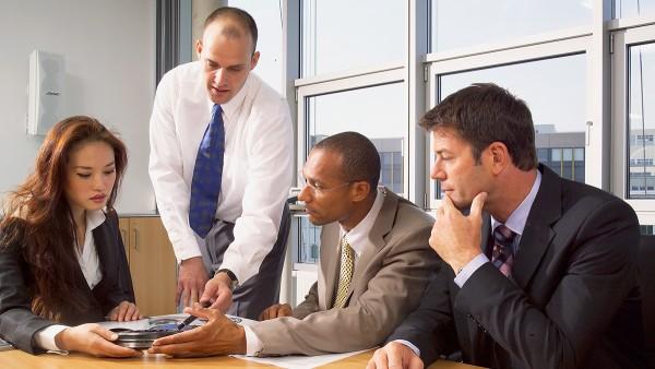 Firma Schaeffler wspiera swoich klientów przy projektowaniu optymalnego łożyska doradztwem z zakresu techniki zastosowań.